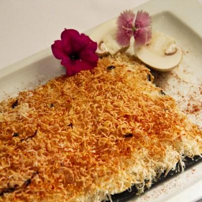 Carpacio de Champiñon con queso parmesano y foie frío